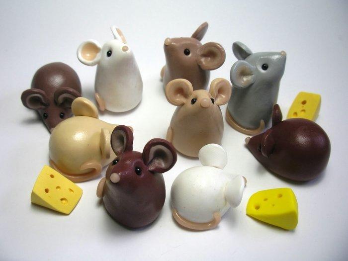 мыши возле сыра
