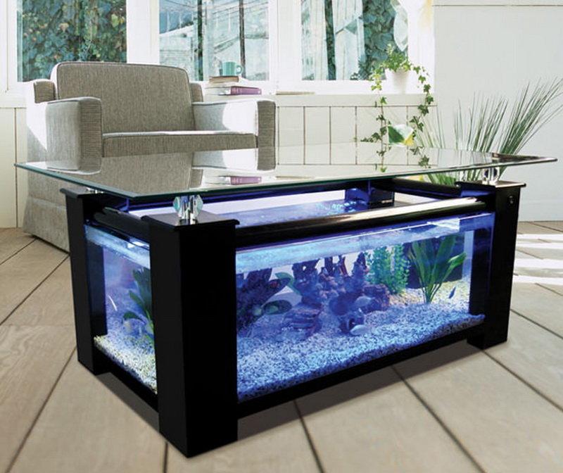 Дизайнеры стремятся сочетать композицию аквариума с общей стилистикой помещения, где планируется его расположить, а иногда напротив, стараются создать акцент на таком нестандартном предмете.