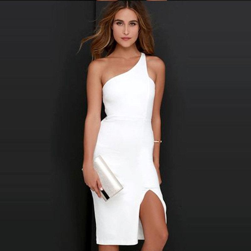 Белое платье одним плечом фото