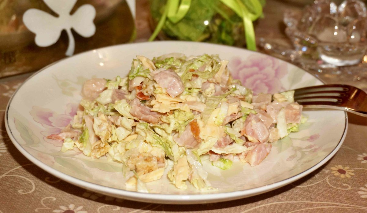 рецепт салата с пекинской капустой и курицей копченой