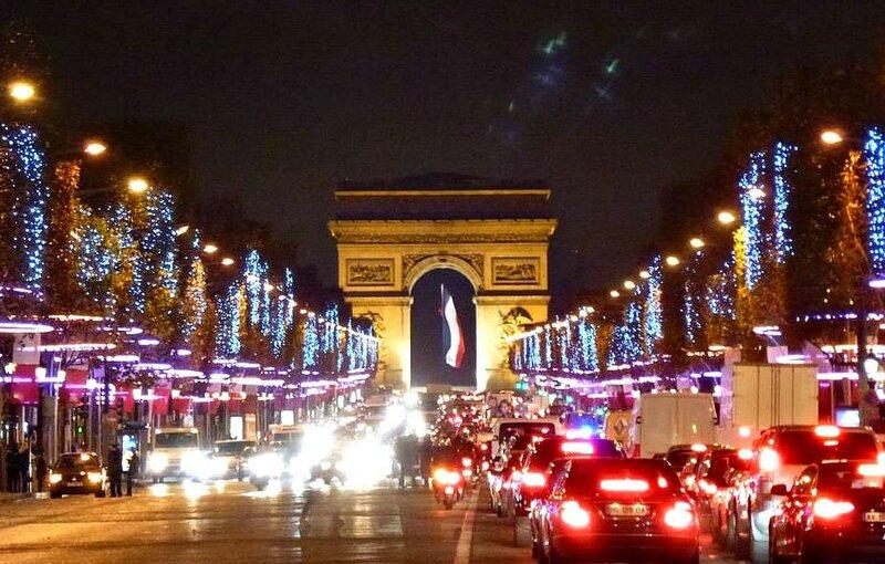 Рождественский наряд французской столицы