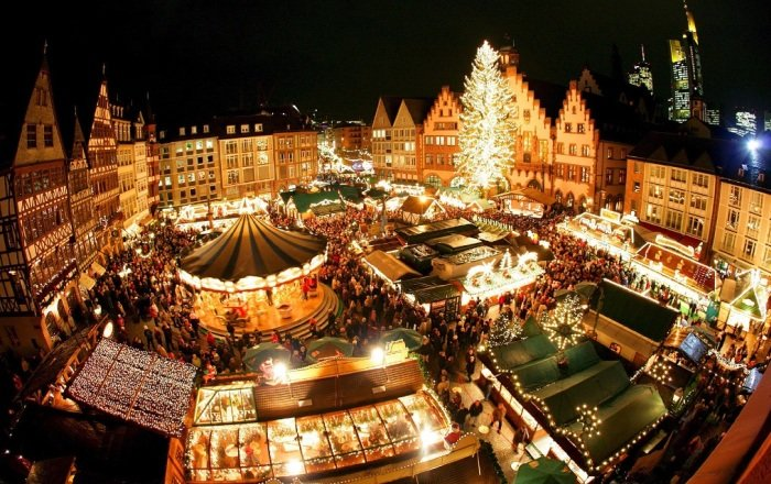 Вена также порадует несколькими ярмарками, но наиболее известная, популярная — на Ратхаусплатц. По самым скромным оценкам, ее ежегодно посещает не менее трех миллионов туристов!
