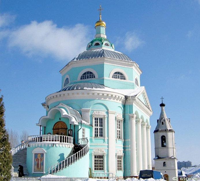 Алексеево-Акатов — женский монастырь, религиозный архитектурный комплекс, примечательный своей необыкновенной красотой и хранящимися в нем реликвиями.
