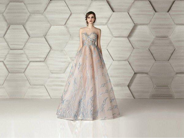 Коллекция обворожительных свадебных и вечерних платьев от ливанского бренда Eleanore Couture на 2016 год. Свадебные наряды привлекают внимание сверкающей отделкой на лифе, а на роскошных пышных юбках изящно разливаются прекрасные вышитые узоры.