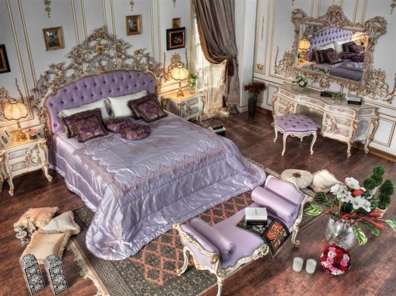 Уютный ковер в насыщенной спальне