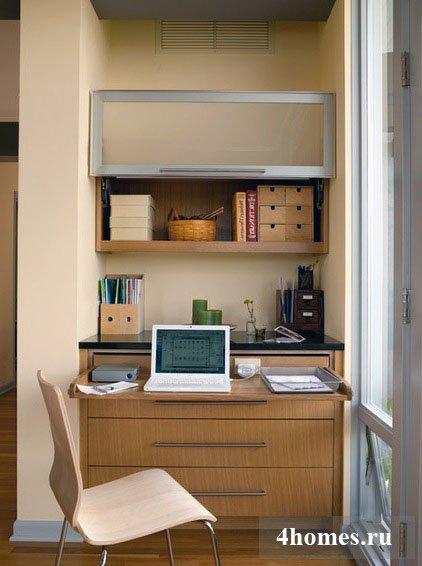чтобы вам было удобно работать, продумайте размещение в домашнем офисе электророзетки, которая понадобится для зарядки ноутбука, подключении оргтехники и т.д.