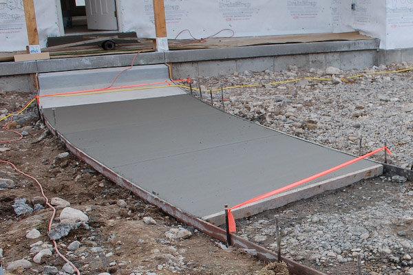 делаем бетонную дорожку