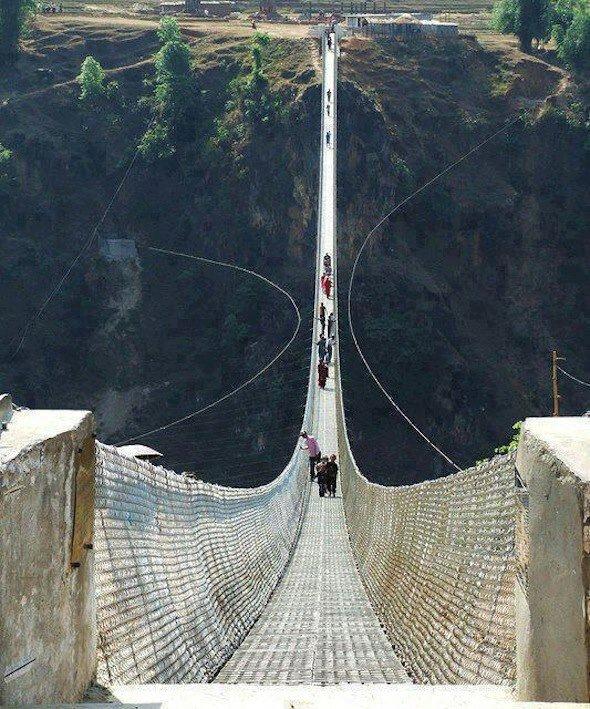 Висячий мост в Непале
