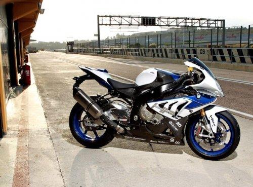 Мощный суперскоростной мотоцикл BMW S1000RR HP4