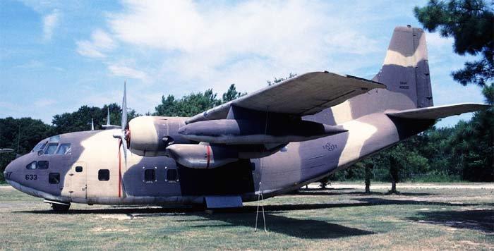 Военно-транспортный самолет C-123. США