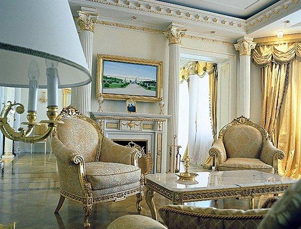 Голубая с золотом гостиная