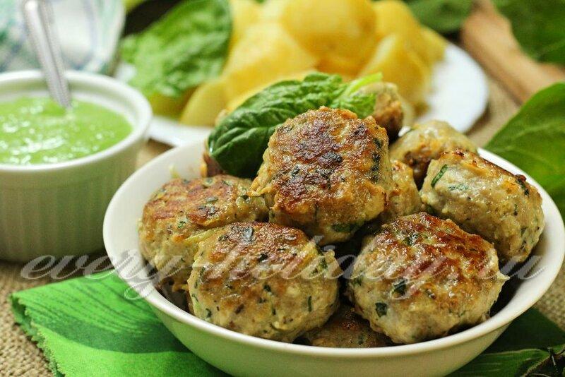 Мясные фрикадельки со шпинатом и шпинатным соусом