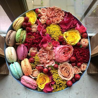 ELEN BOUQUET предлагает стильные букеты цветов в шляпных коробочках в Одессе с доставкой без выходных!