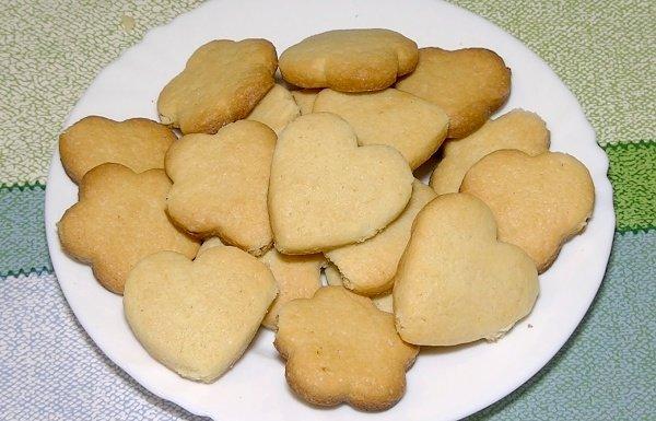 Вместо сахара применяют мед или искусственный подсластитель.