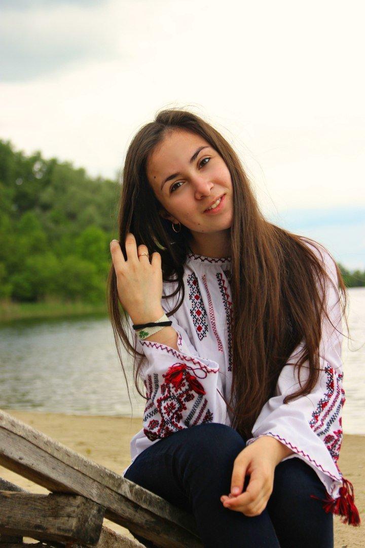 Загадочный взгляд и легкая улыбка, простота и изысканность - основной аспект женской красоты