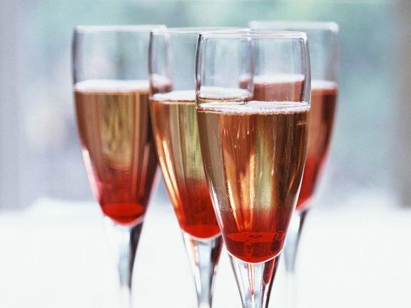 """""""Кир Рояль"""" классического приготовления на основе шампанского"""