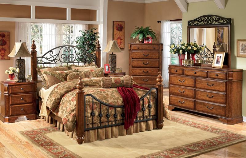 Кантри стиль в дизайне спальни на даче с железной кроватью.