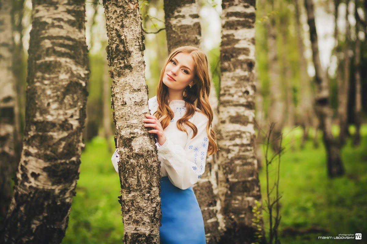 какие позы для фотосессии весной в лесу поверхность дивана