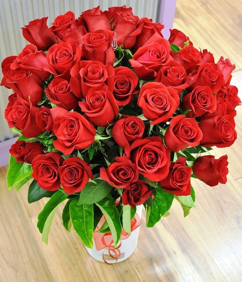 Любовью, букет цветов с открыткой ирина