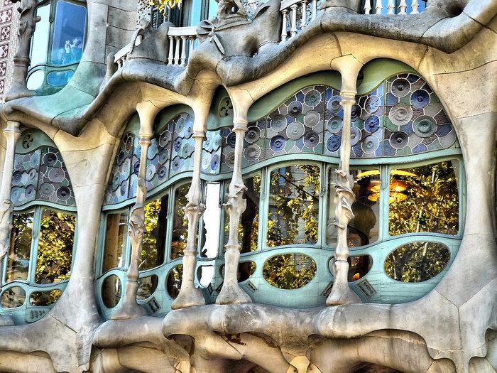 Архитектура домов Гауди в Барселоне.