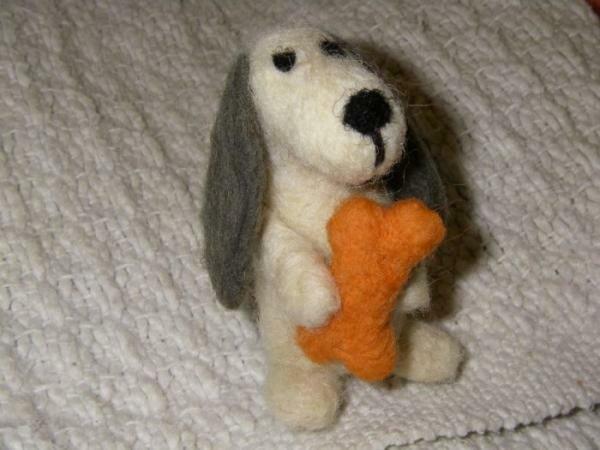 Собака с костью
