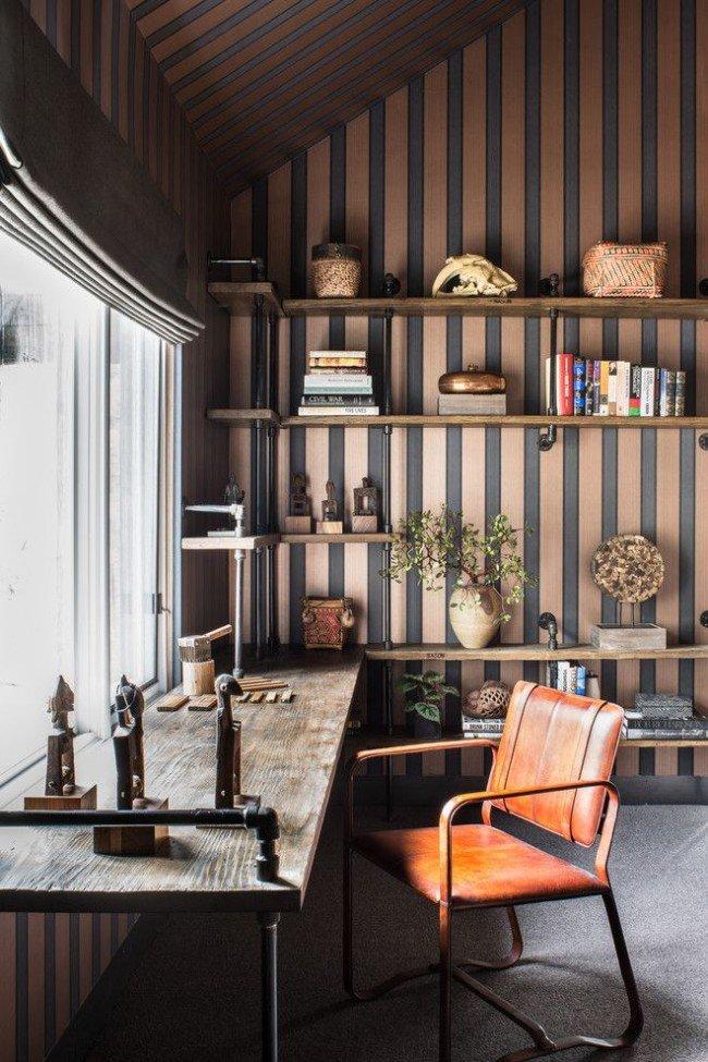 Дизайн домашнего кабинета: статуэтки и книги