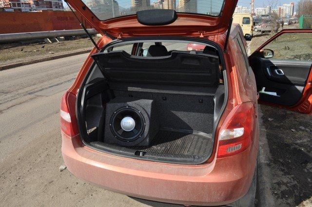 Скромный саб в машину