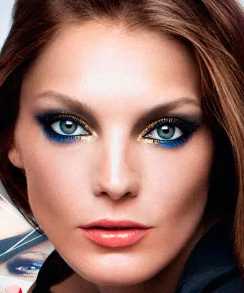 Очень смелый и необычный макияж. Здесь сочетаются тени ярко-голубого и золотистого оттенков.