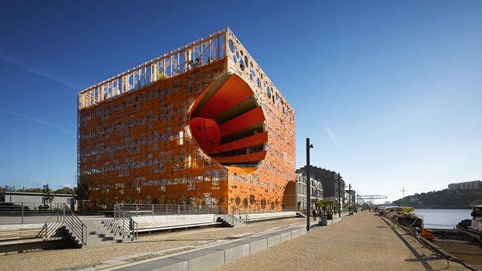 Многофункциональный комплекс 'Оранжевый куб' в Лионе
