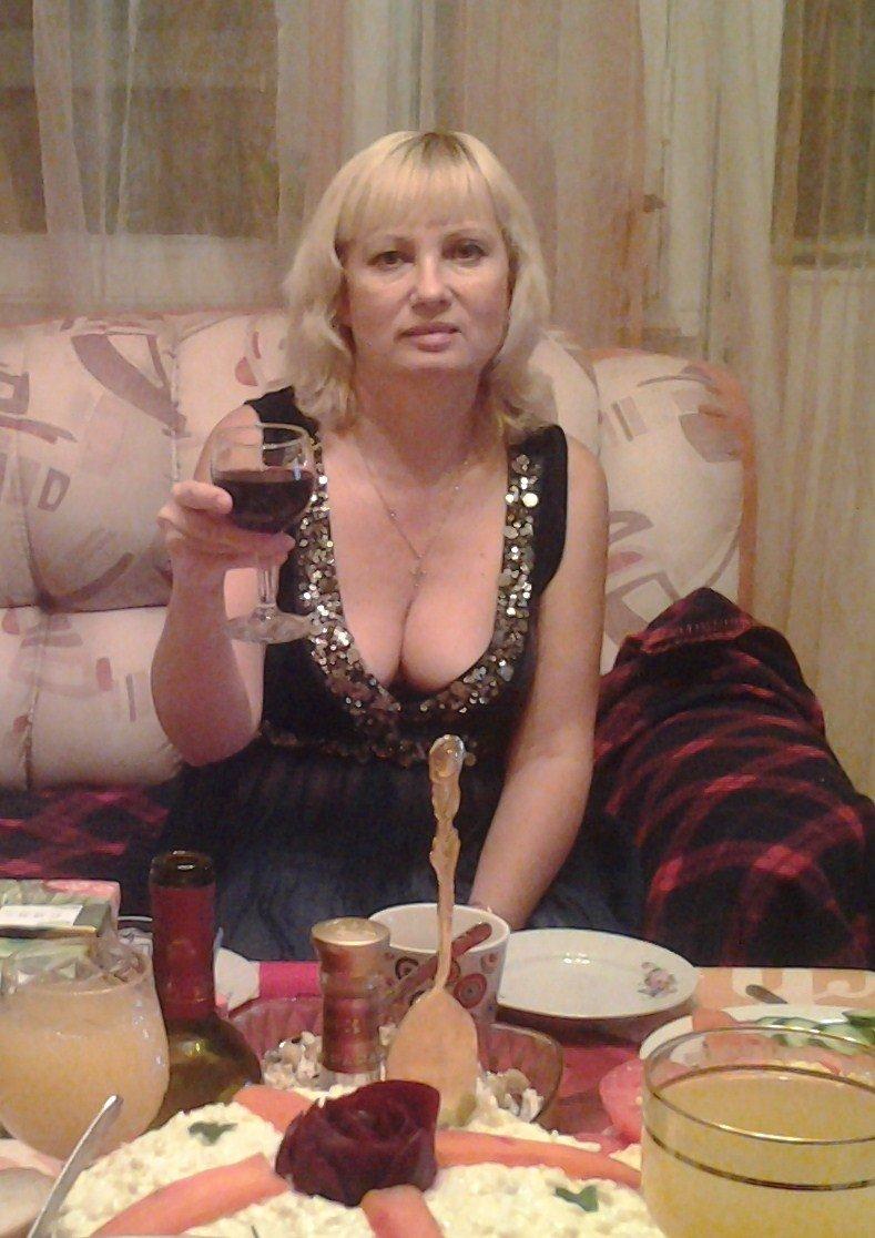 Видео развратная богатая женщина снимет мужчину на ночь в перми жопу ебаться порно