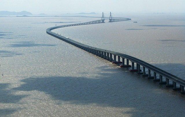 Самый длинный на данный момент автомобильный мост — Ханчжоу в Китае