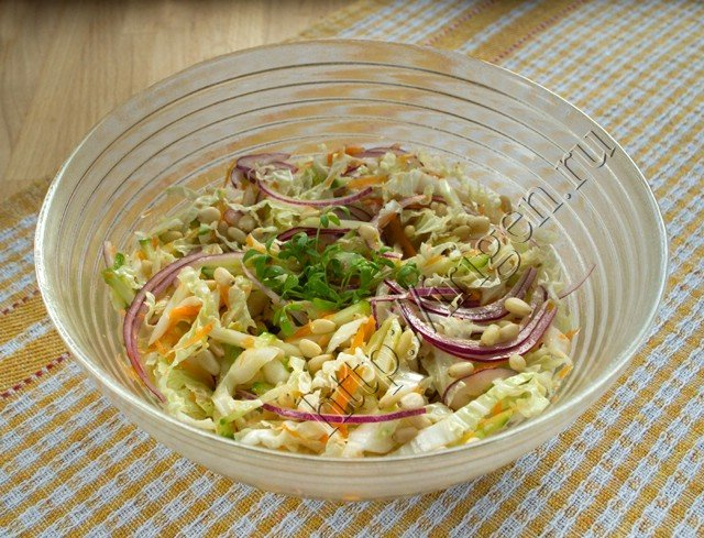 Рецепт салата с пекинской капустой и кедровыми орешками