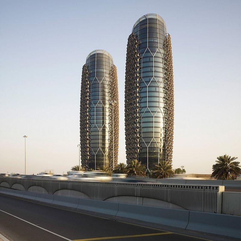145-метровые башни-близнецы Аль-Бахар в Абу-Даби.