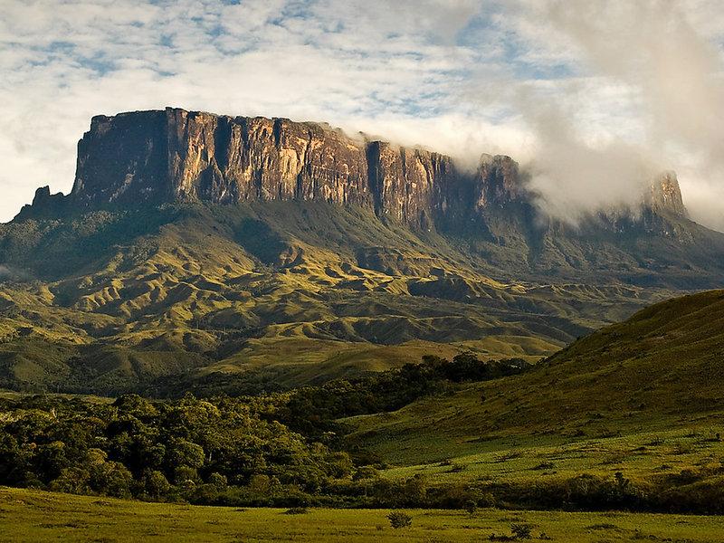 Гора Рорайма (стык Венесуэлы, Гайаны и Бразилии). http://rentmetal.ru/