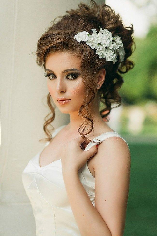 Свадебная прическа на длинные волосы с локонами