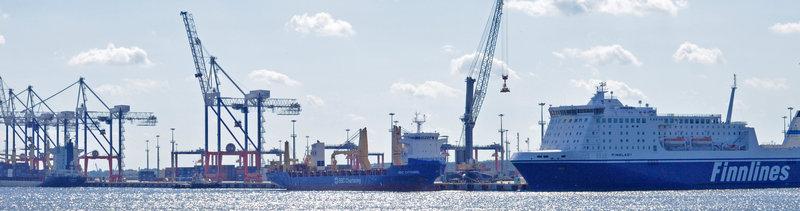 Вторая очередь ММПК «Бронка» введена в эксплуатацию — Мотор БИ http://motorbi.ru/?p=3123  Вторая очередь ММПК «Бронка» введена в эксплуатацию   Вторая очередь Многофункционального морского перегрузочного комплекса (ММПК) «Бронка» (Большой порт Санкт-Петербург) введена в эксплуатацию. Соответствующее разрешение на ввод объекта в эксплуатацию подписано Росморречфлотом 16 декабря 2016 года. Таким образом компания «Феникс» (инвестор и оператор ММПК «Бронка») выполнила свои инвестиционные обязательства по вводу в эксплуатацию в этом году контейнерного терминала пропускной способностью 1,45 млн TEUs в год и 260 тыс. ед. Ро-Ро в год.