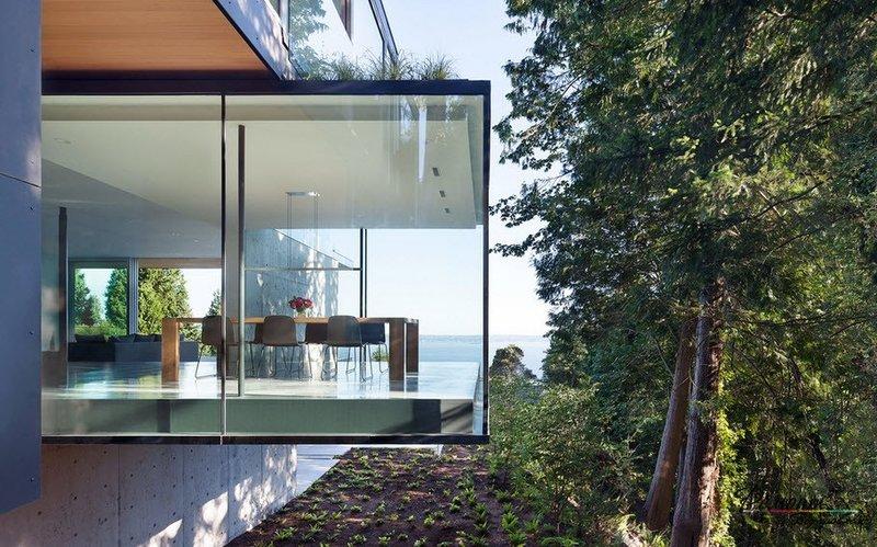 Дома из стекла, вопреки распространенному мнению, очень практичны и полностью безопасны.