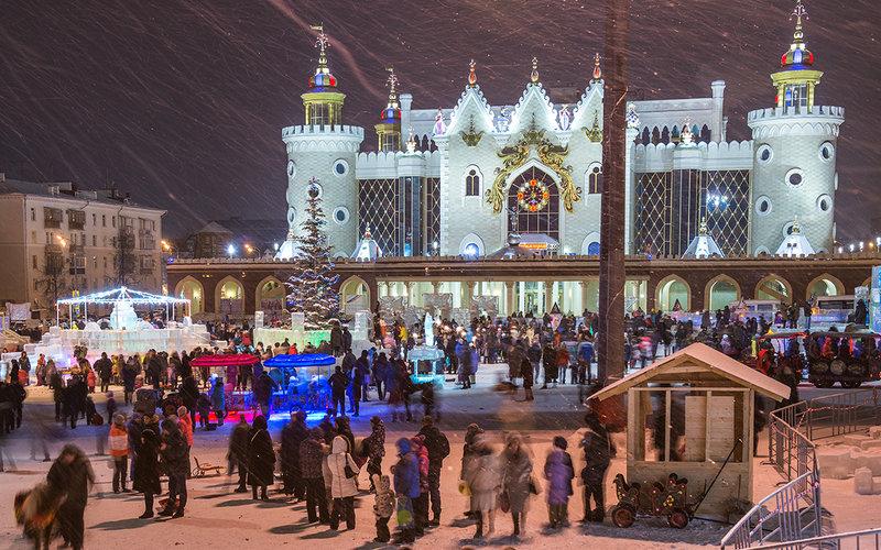 В этом году ледовый городок около театра кукол будет посвящен Снежной Королеве. Его начнут строить ближе к Новому Году.