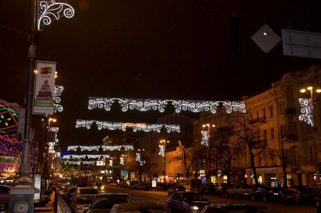 Красиво украшена центральная улица Киева