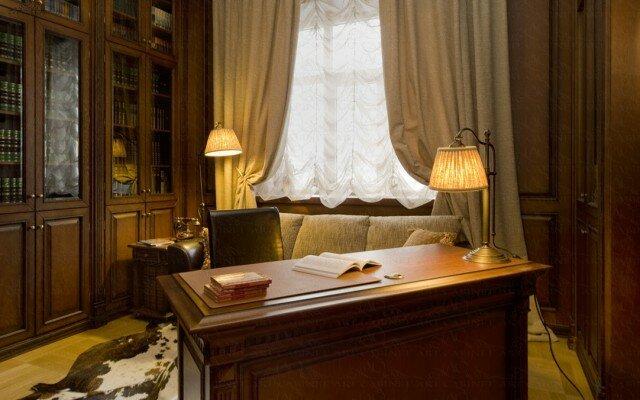 классический кабинет в светлом