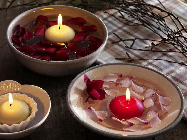 Плавающие свечи с лепестками