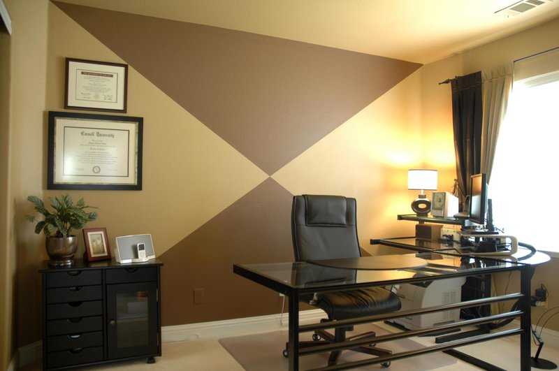 изайн интерьера маленького кабинета в квартире в черном фоне мебели
