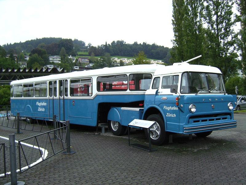 Немецкий синий автобус-прицеп