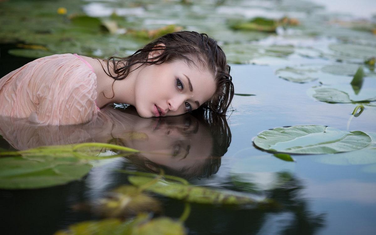 этот красивое фото девушек в воде распределяет места