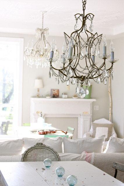 Люстра, как элемент декора гостиной