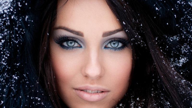 Макияж брюнетка, светлые глаза