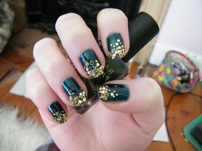 ногти зеленые с золотом статусы