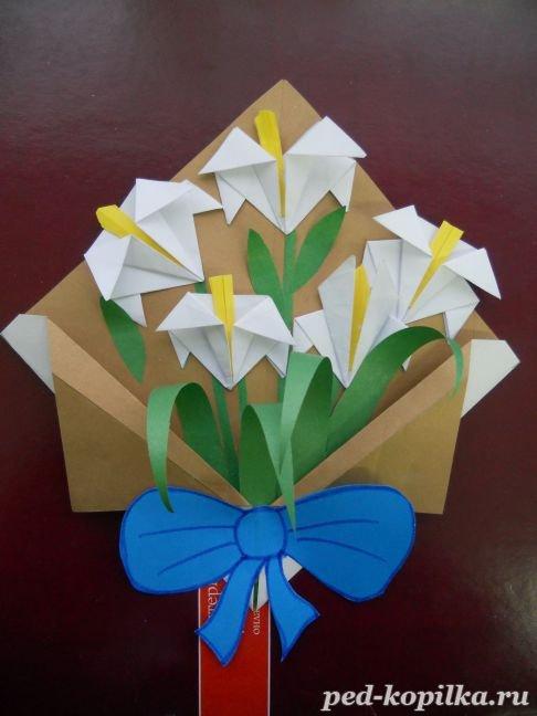 Открытка на 8 марта из бумаги оригами, котенком для