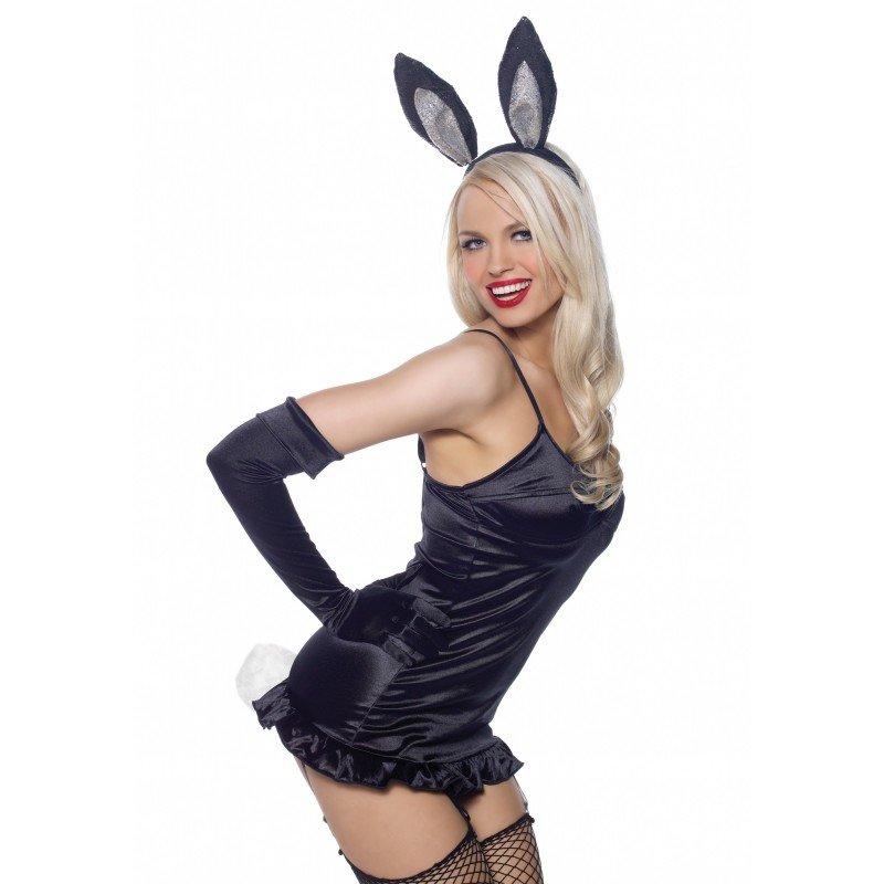скрепляет фото в костюме кролика рассказывает