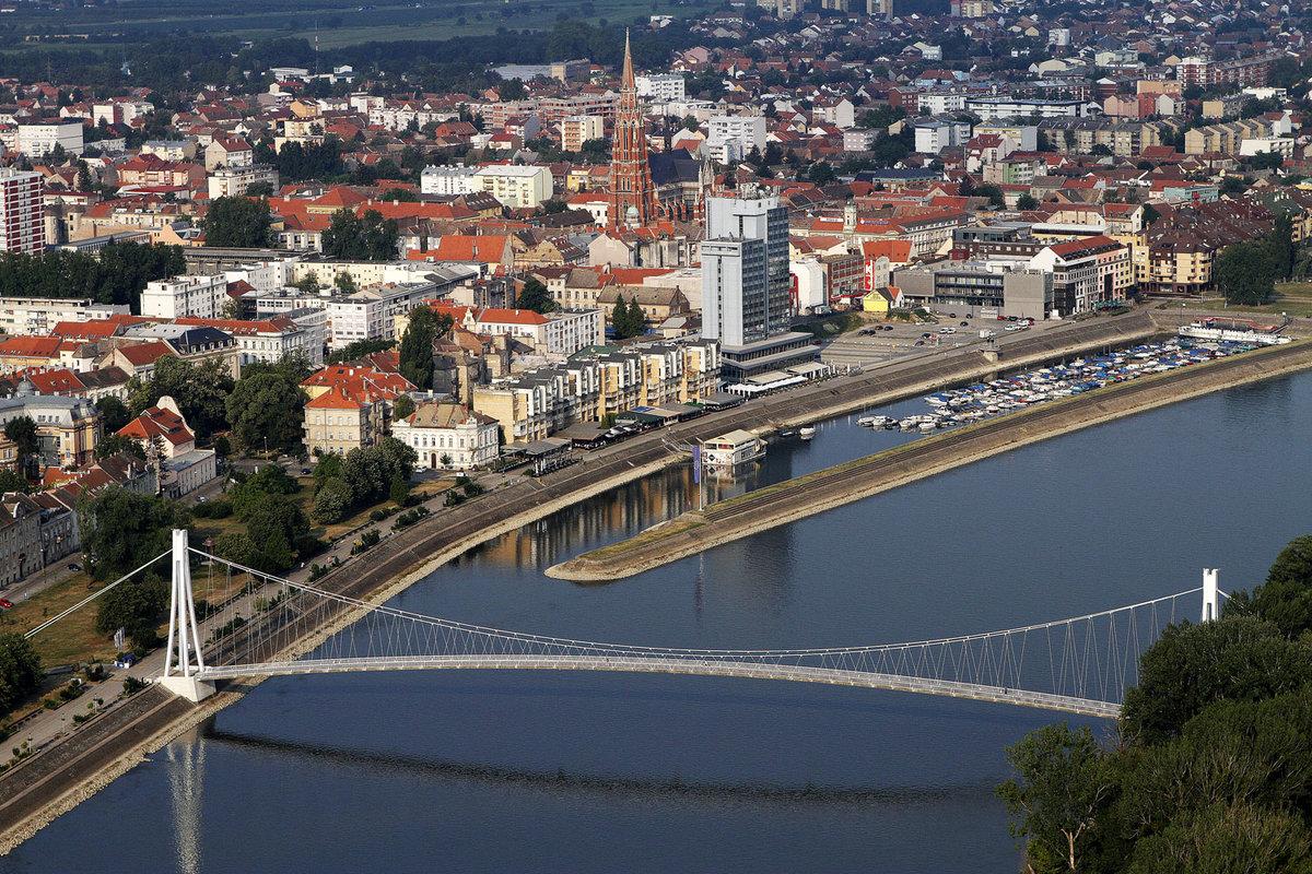 Город Осиек, взятый римлянами при императоре Адриане, стоит на реке Драва